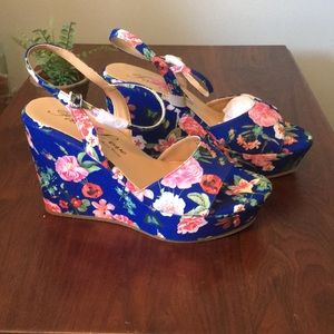 Shoes - 🥂🍾Host pick! Gorgeous Floral wedges🌿